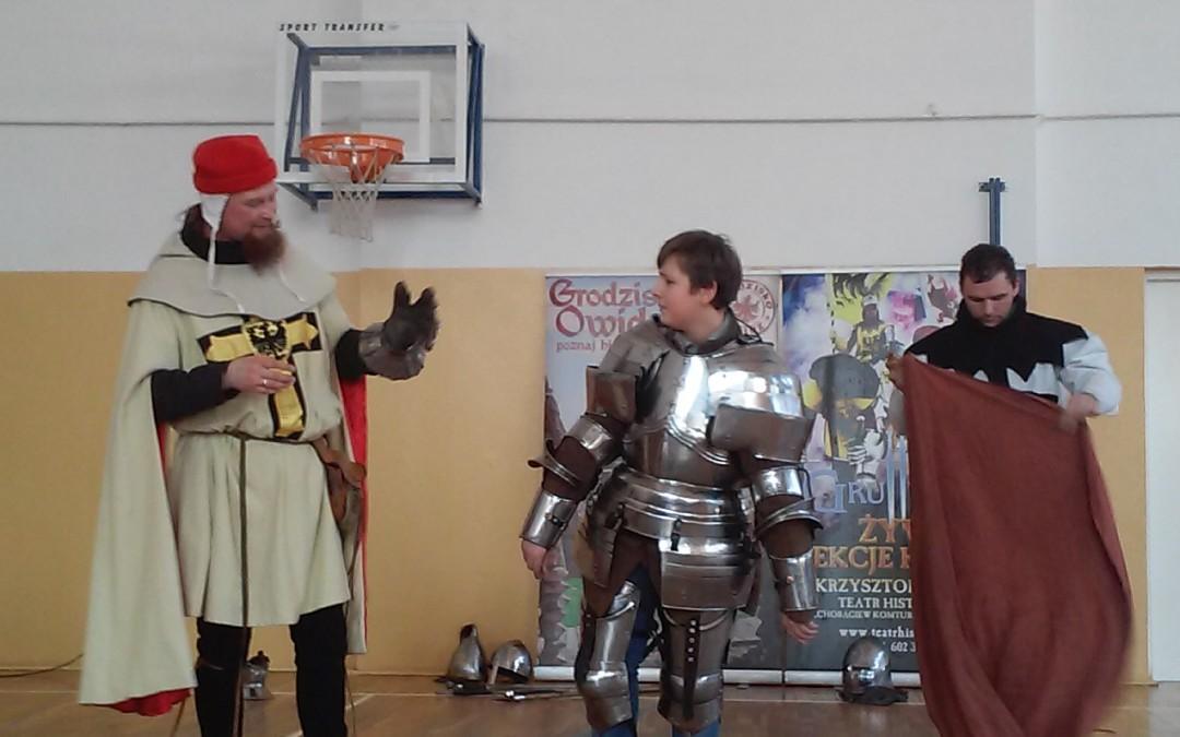 Krzyżacy w Gimnazjum nr 5 – żywa lekcja historii w naszej szkole